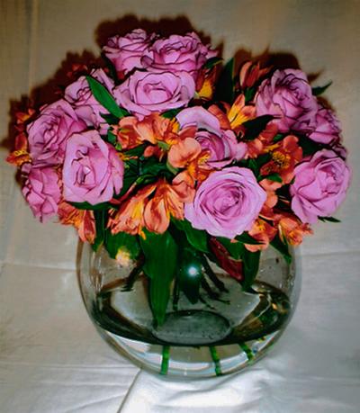 Rosas lilázes e alstroemerias.